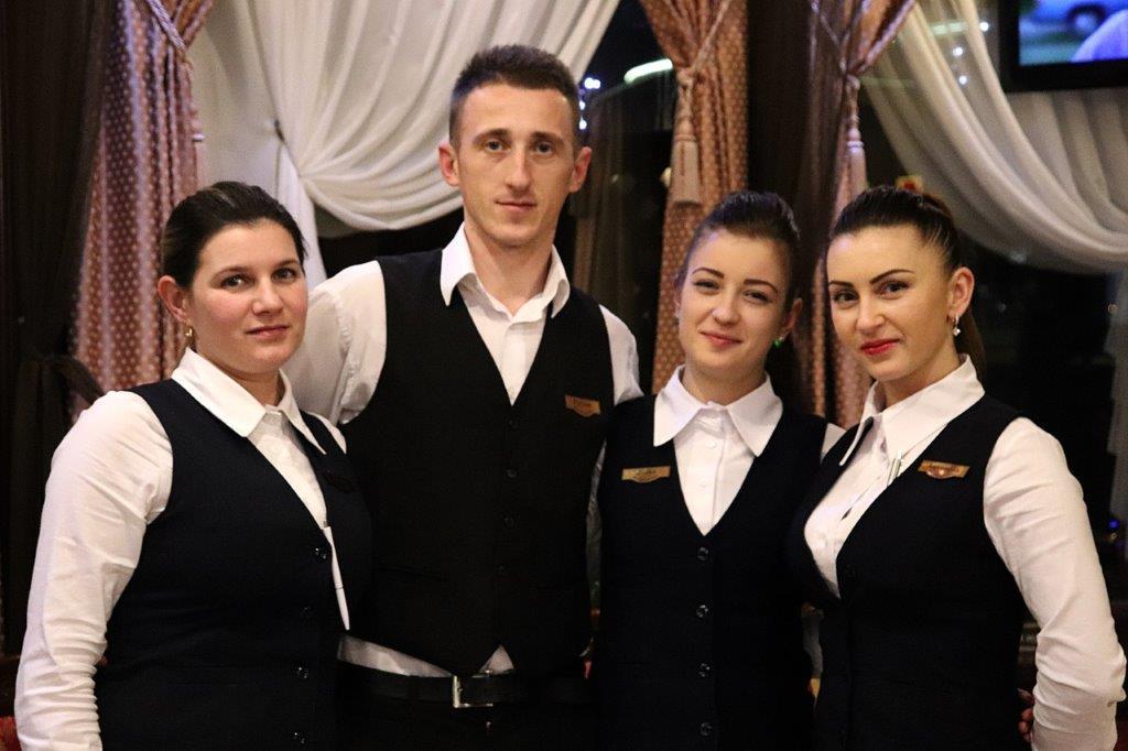 Персонал ресторану Уж-Венеція